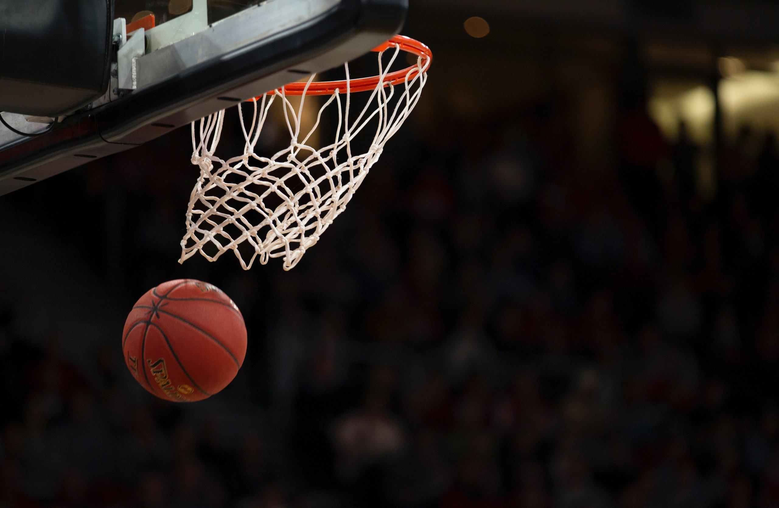 tiro baloncesto entra dentro